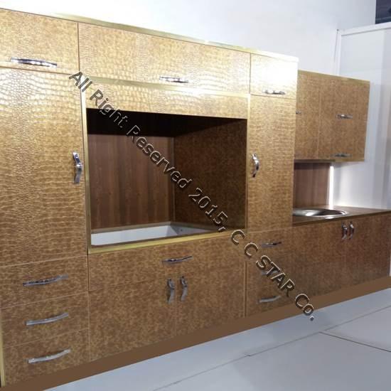 کابینت آشپزخانه ساخته شده با بکارگیری ورق کروکودیل طلایی چرمینه چوب استار