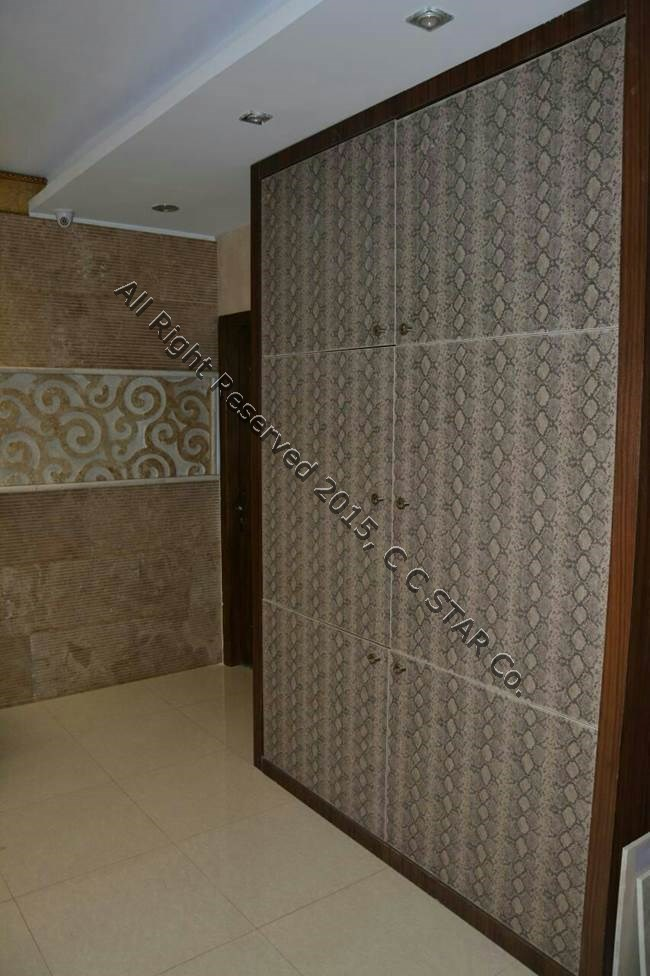 نمونه بکارگیری ورق پوست ماری نسکافه ای چرمینه چوب استار در ساخت درب