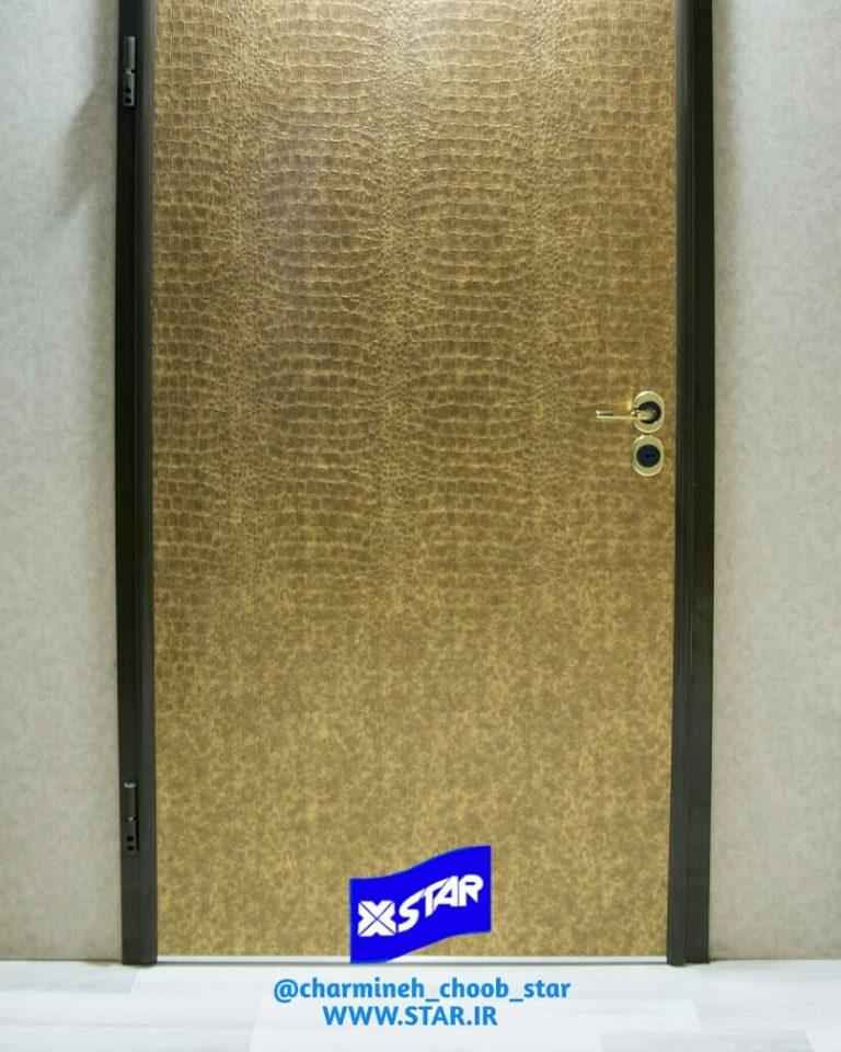 نمونه درب ساخته شده با بکارگیری ورق روکش چرم کروکودیل طلایی