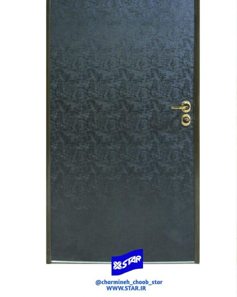 نمونه درب ساخته شده با بکارگیری ورق روکش چرم متالیک مشکی